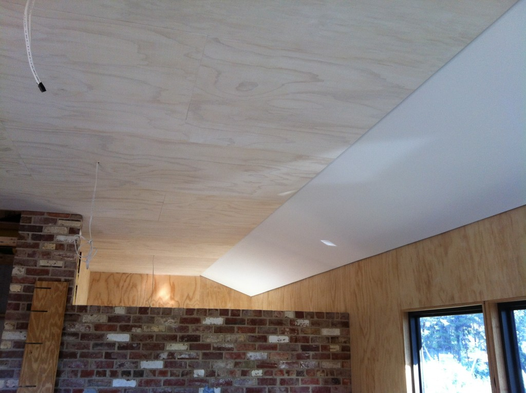 Play of light: the subtle but effective contrast of the different ceiling textures and angles